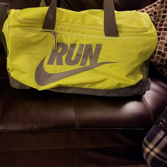 32379d1677e1 Nike BNWOT Duffle Bag (very large). M 5a380614f9e5018f5105141f